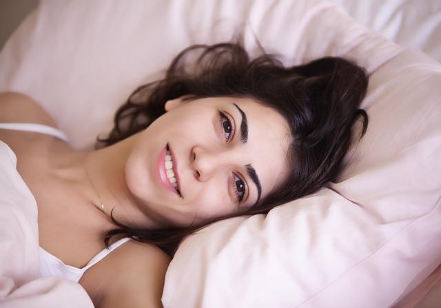 7 Kebiasaan saat Bangun Tidur agar Kelihatan Awet Muda