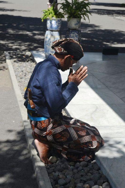 Makna di Balik Perilaku Nyeker Abdi Dalem Kasultanan Yogyakarta
