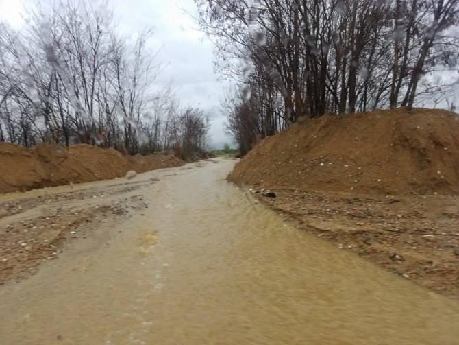 ФОТО: Патот Удово-Јосифово претворен во река!