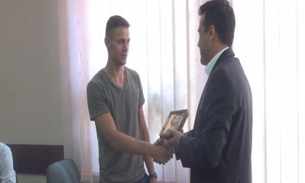 Со икона на Исус Христос, Заев му посака среќа на Пандев на ЛОИ во Рио
