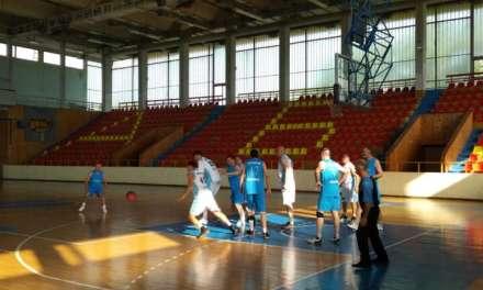 Фото – Кошаркарските ветерани од Струмица играа како млади, но загубија од гостите од Лесковац Србија
