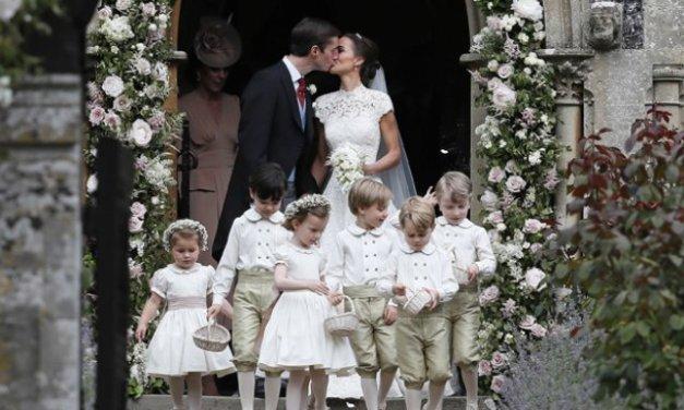 Се омажи Пипа Мидлтон, сестрата на Кејт Мидлтон војвотката од Кембриџ,меѓу гостите и членовите на Британско кралско семејство
