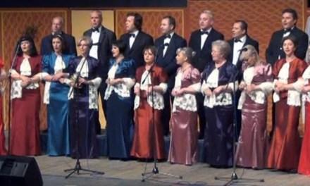 Видео-Под кулите во Струмица се пееа серенади и староградски песни