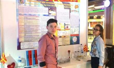 Видео – Ставрева и Гудев од гимназијата Јане Сандански меѓу најдобрите хемичари во Истанбул – Турција