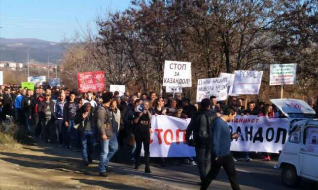 Протести и блокади во Валандово против отварање рудници, бараат од Владата да ги стопира