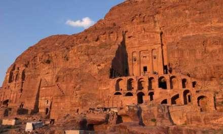 Тајните на камениот град Петра во Јордан