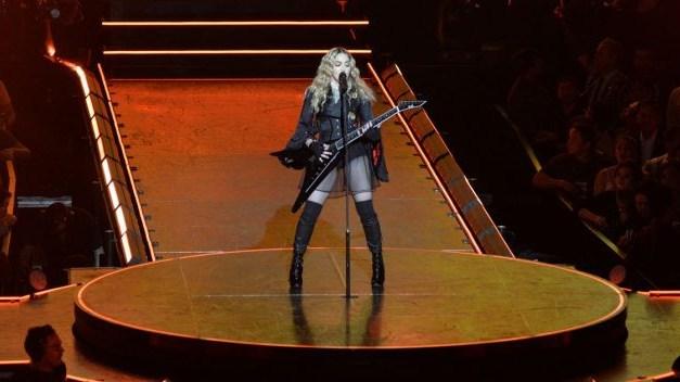 Мадона пристигна во Израел со 30 тони опрема