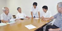 準備を進めるメンバー(中央が丹田さん、タウンニュース厚木版ホームページより)