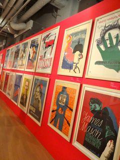 エネルギッシュなポスターが並ぶ「伝えるデザインの力・ポーランドポスター展」(ヨコハマ創造都市センター=横浜市中区本町にて)