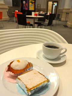 YCCカフェで味わえるポーランドの伝統菓子ポンチキなど(ヨコハマ創造都市センター=横浜市中区本町にて)