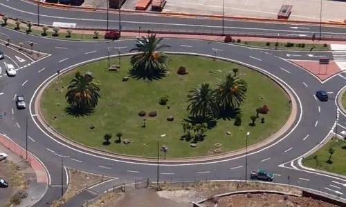 Kreisverkehr am Hauptstadteingang
