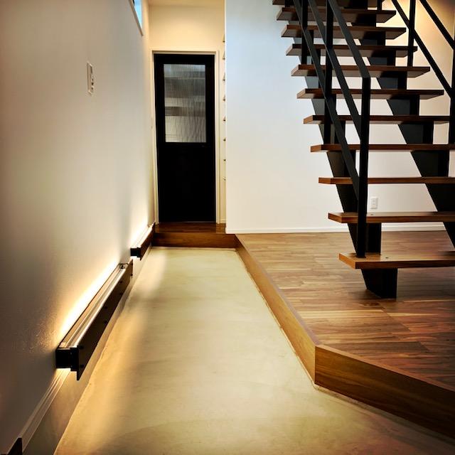 下山さま玄関からの階段