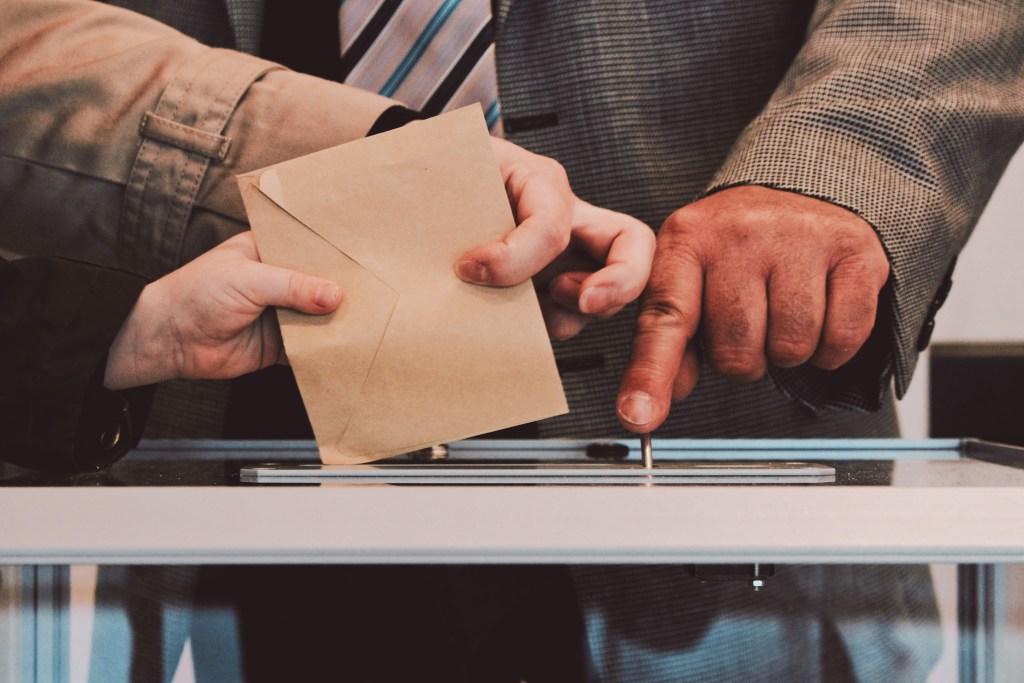 Jak głosować poza miejscem swojego zameldowania?