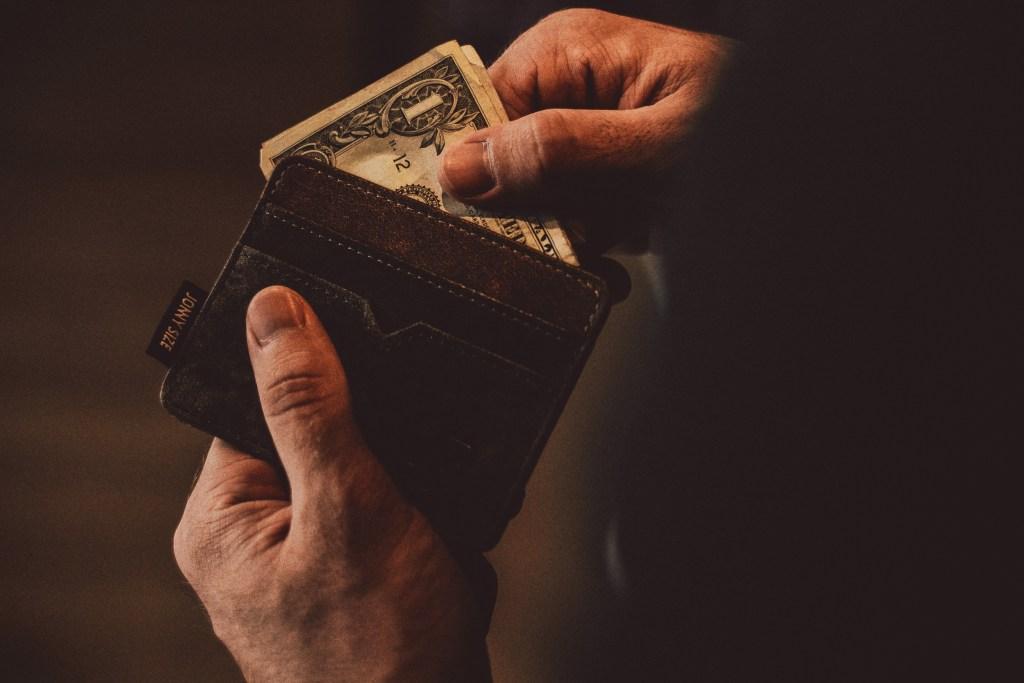 Czym zarzuty od nakazu zapłaty w postępowaniu nakazowym różnią się od sprzeciwu od nakazu zapłaty w postępowaniu upominawczym?