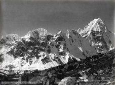 VITTORIO SELLA 1899 | Accampamento e montagna superba sui contrafforti occidentali del Kanchenjunga dal lato destro del ghiacciaio Kanchin