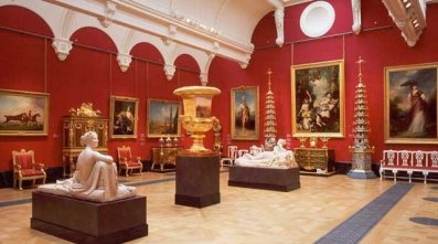 Queens Gallery - Inside The Buckingham Palace