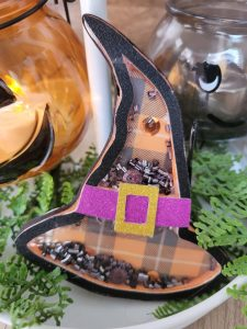Read more about the article Make Your Own Halloween Witch Hat Shaker Out Of Cardstock
