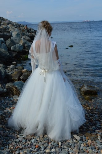 """<img=""""bride at the sea"""">"""