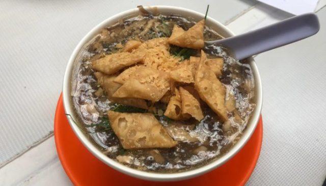 毎回香港に着いたら先ず行うルーティンは、5種類の蛇が入った滋養強壮に良いとろみのあるスープを食すこと!!