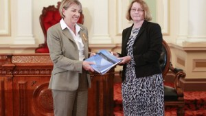 former-queensland-premier-anna-bligh-with-chief-justice-catherine-holmes