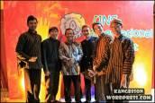 Foto bersama pak Rektor UNS di UNS Cultural Night 2012