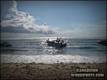 pantai pasir putih dan ombak yang cocok untuk surfing di pantai sanur bali