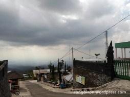 pemandangan candi cetho pendakian gunung lawu dari cetho