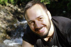 Seminarleiter Andre Lorino am Bach