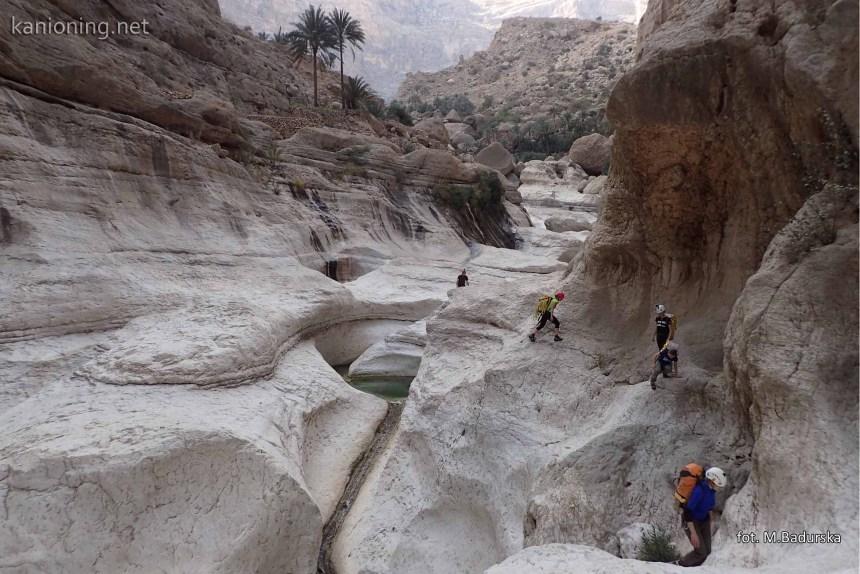 Początek kanionu. Widok w stronę Umq Bir.