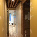 廊下部分の壁面施工と天上ボード貼り
