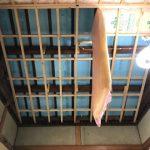 保温材仕込みと天井板貼り付け
