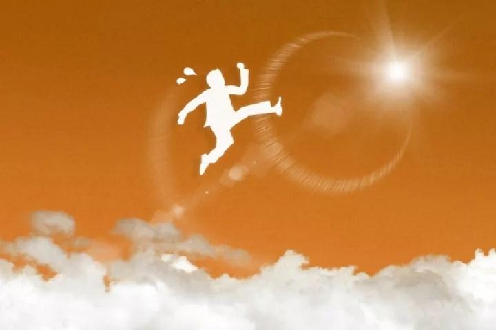 天にジャンプする人