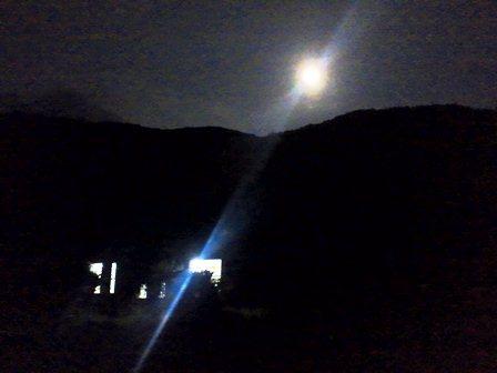 満月の避難所