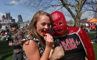 Kankun wrestling at London Marathon 2013