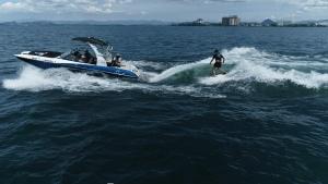 琵琶湖でウェイクサーフィンのドローン空撮 守山市ヤンマーマリーナから出港 滋賀県長浜市のドローン空撮滋賀カノアドローンラボ