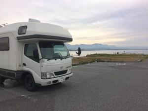 キャンピングカーと琵琶湖 長浜港
