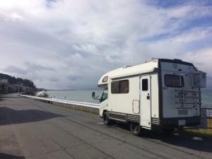 キャンピングカーで琵琶湖岸道路をドライブ