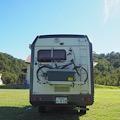 キャンピングカーレンタル滋賀カノアカーレンタル キャンピングカーのサイクルキャリアとマキノ高原キャンプ場
