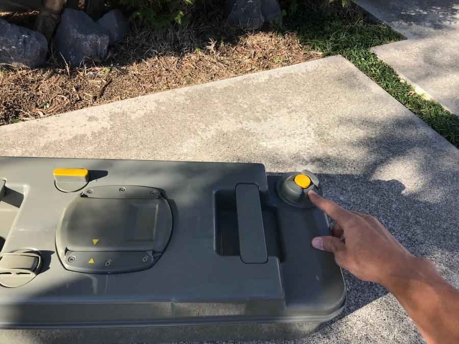 キャンピングカーのカセットトイレの汚水タンクの処理方法とエア抜きバルブ キャンピングカーレンタル滋賀