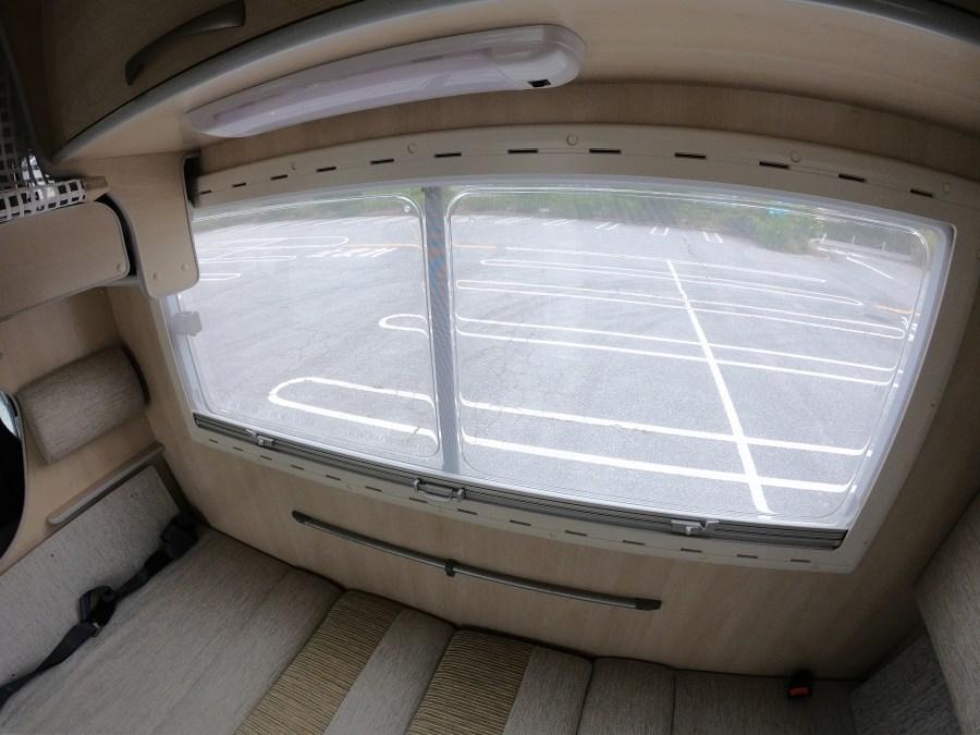車内紹介 断熱性能の高いアクリル2重ウィンドウ(バクネット/目隠しシェード付き)コンビロール バンテックコルドバンクス キャンピングカーレンタル滋賀カノアカーレンタル