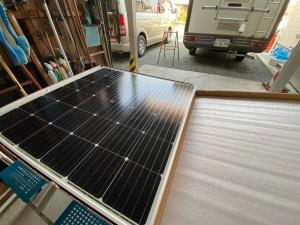 キャンピングカーにソーラーパネル取り付け ハイエースバンコン キャンピングカーレンタル滋賀カノアカーレンタル