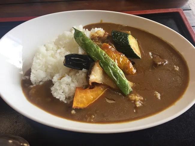 北軽井沢のキャンプ場から近い日帰り温泉つつじの湯で食べれらる季節の野菜カレー