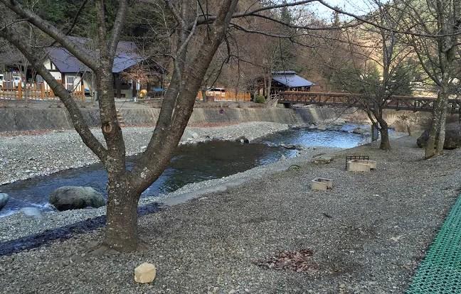 ウエストリバーオートキャンプ場の水遊びエリア