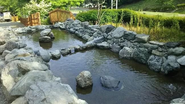 ウエストリバーオートキャンプ場のつかみ取り池