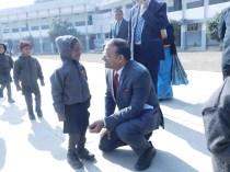 आदरणीय आयुक्त महोदय श्री संतोष कुमार मल्ल केंद्रीय विद्यालय कानपुर कैंट द्वितीय पाली की कक्षा 1 की छात्रा श्रुतिका से उसका परिचय लेते हुये