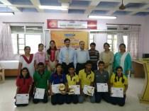 वादविवाद प्रतियोगिता के विजेता विद्यार्थी