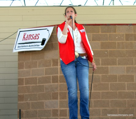 2010 Champion, Megan McCurdy Niedens, sells an item at the 2015 finals.