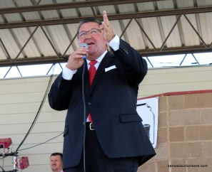 Lenny Mullin competing in the 2015 Kansas Auctioneer finals.