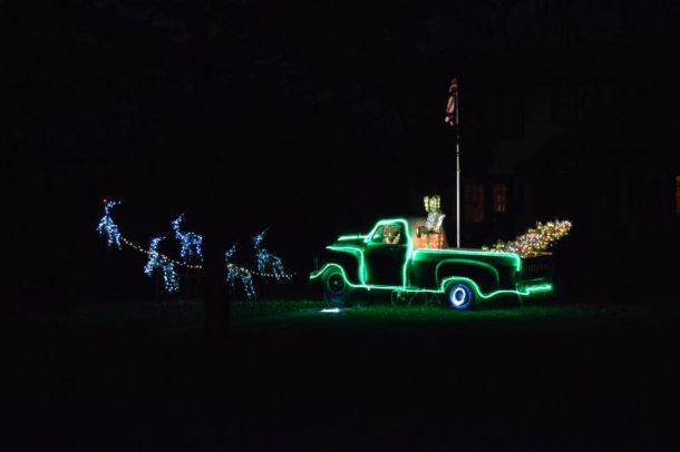 Best Christmas and Holiday light displays in Kansas City