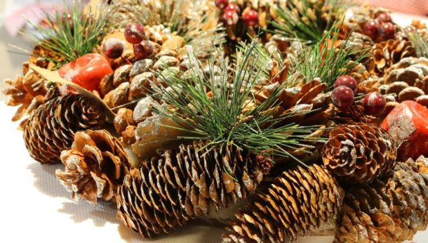 Kansas City Holiday Markets, Bazaars and Craft Fairs - pine cone decoration